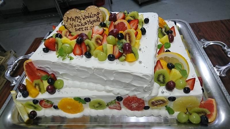 新婦様デザインのウェディングケーキ。