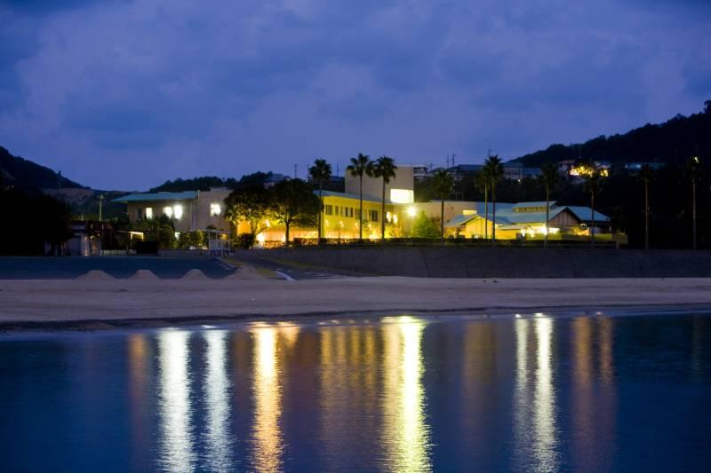 海から見たホテル季の座