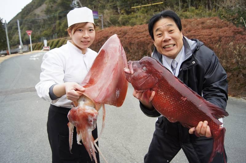祝★調理師免許ゲット!!『巨大タルイカ』と『コブダイ』を紀伊長島港でゲット!!