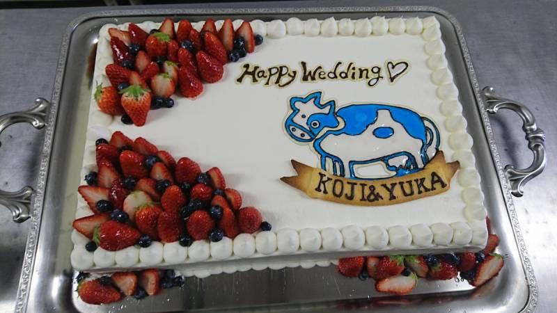 新婦様デザインのウェディングケーキです。