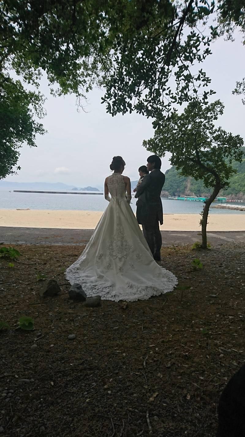ホテルのお隣の海で撮影です。