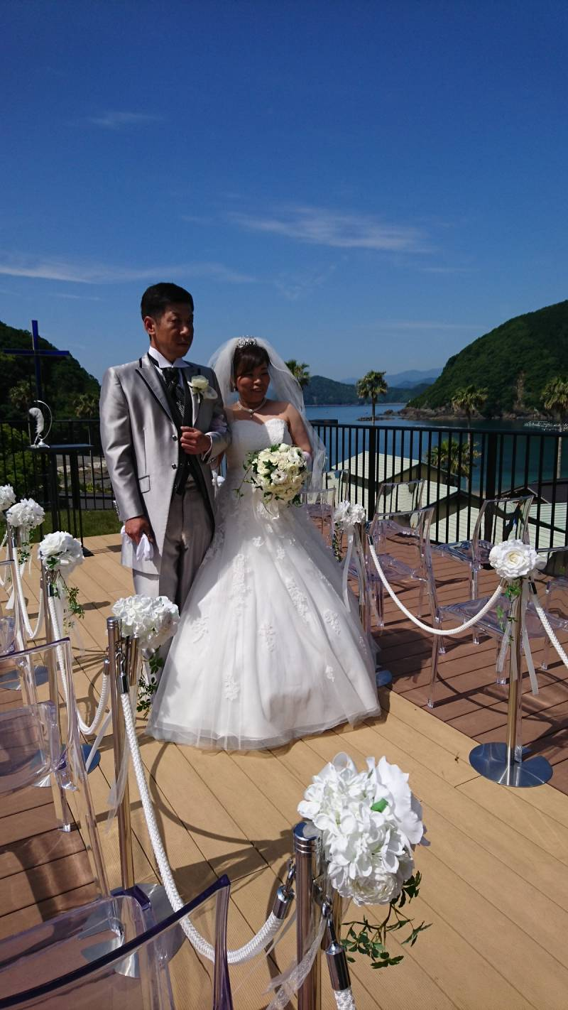 晴天の中、結婚式が行われました。
