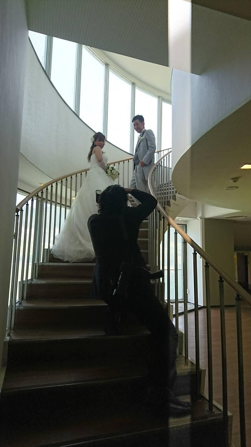チャペルへの階段で。