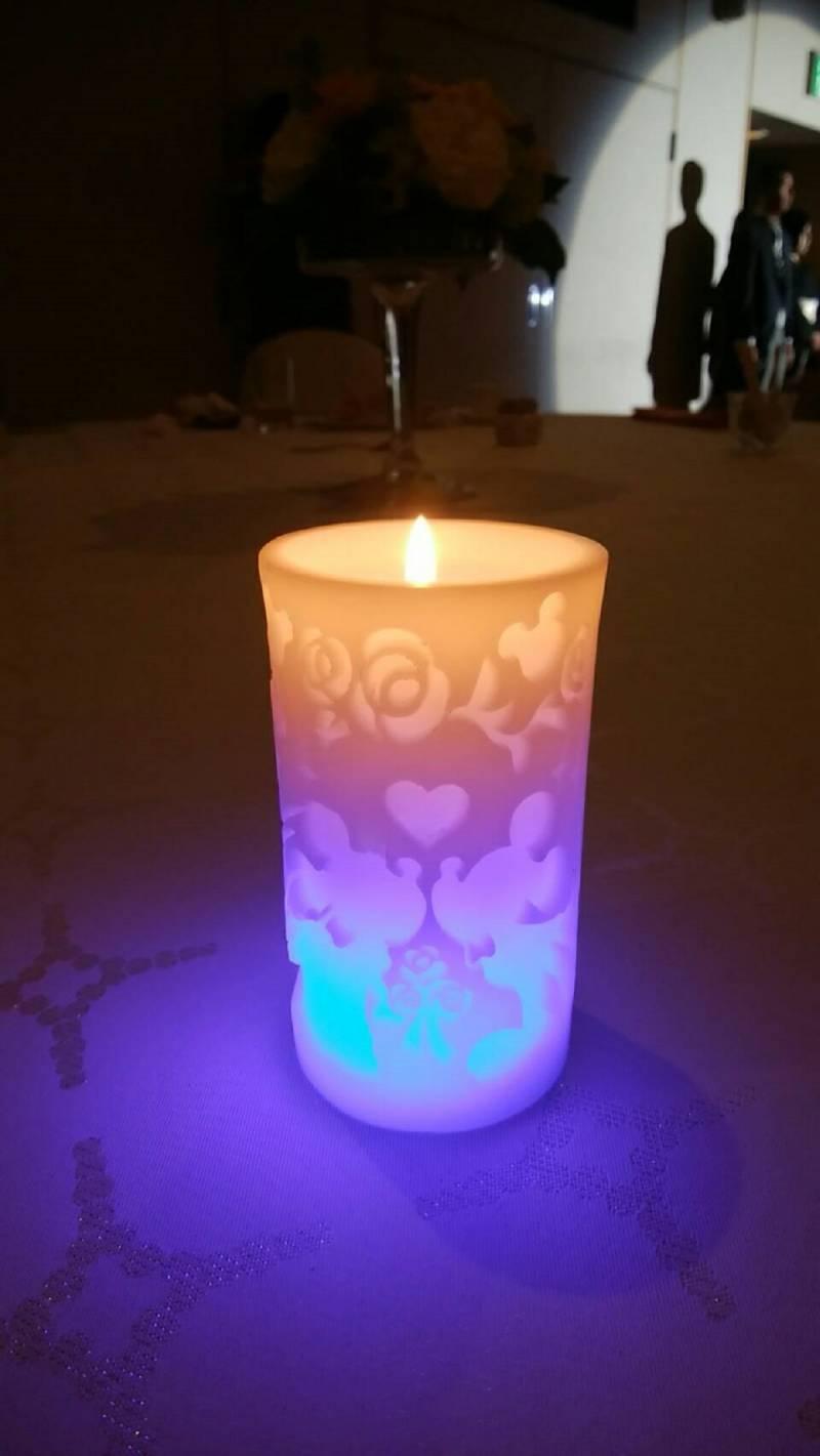 LED内蔵のキャンドルは七色に光ます。
