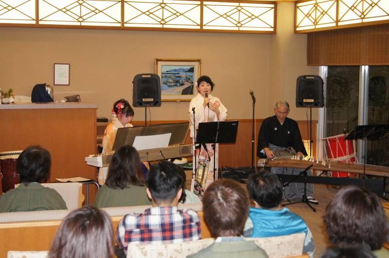1/3【ロビーコンサート】ピアノの演奏&  【新春 お餅つき大会】