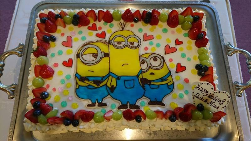 ミニオンのウェディングケーキ、かわいいですね。列席の方もたくさんお写真撮られていました。