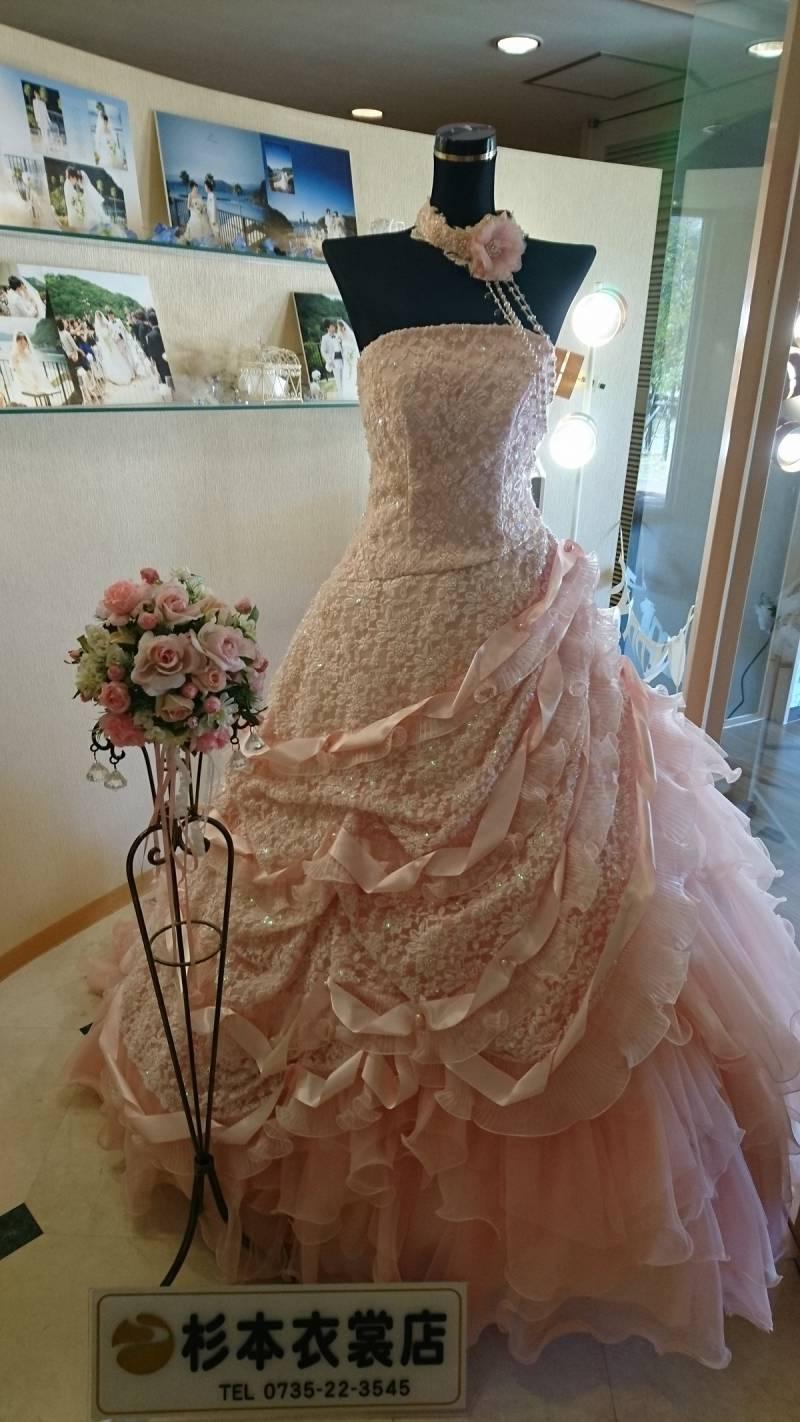 ブライダルサロンのドレスです。
