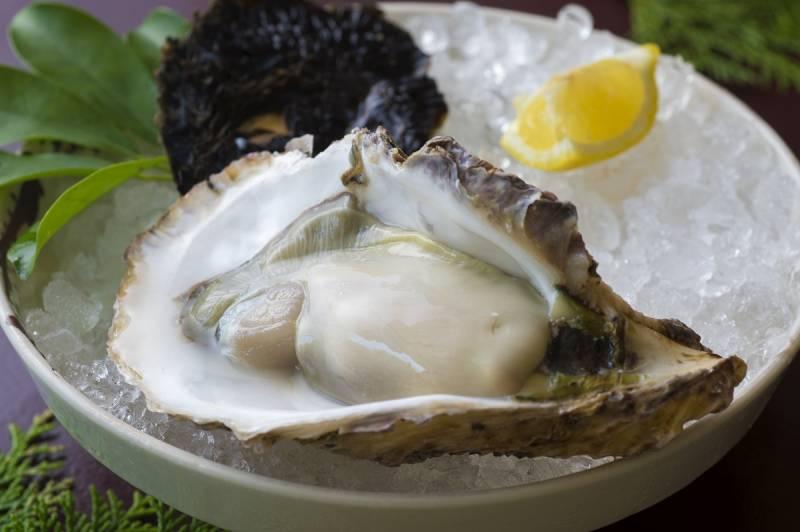 三重県の夏を代表する旬の別注料理【岩牡蠣】があります!