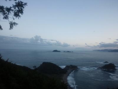 多田ヶ瀬の天然のプール(海水)の洞窟から見える初日の出